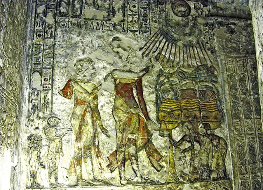 A painted wall relief shows Akhenaten, Nefertiti and two of their daughters, Meritaten and Meketaten, making offerings to the Aten. Tomb of Meryre II, Tell el-Amarna.