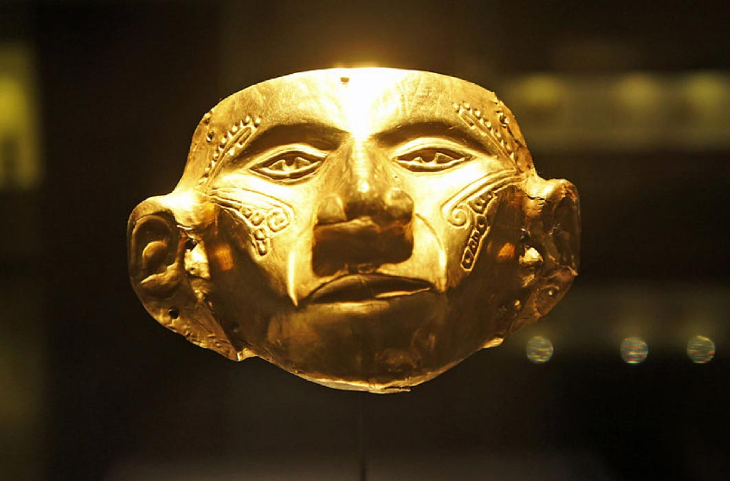 Gold mask on display in the Museo del Oro, Bogotá, Colombia.  (CC BY-SA 3.0)