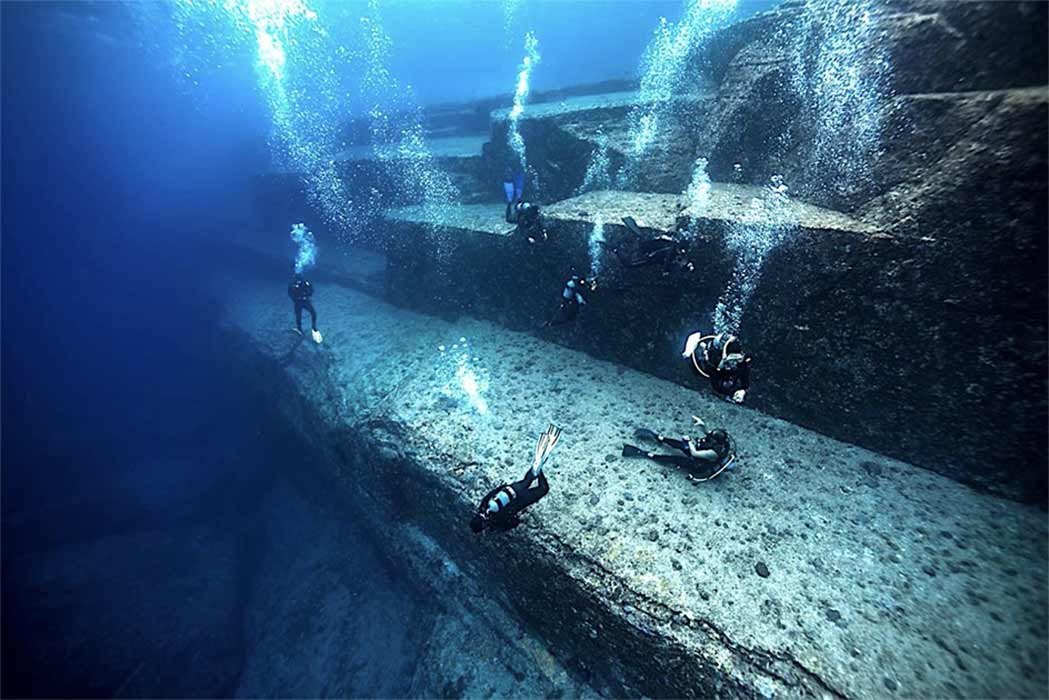 Divers inspecting the underwater site of Yonaguni in Japan. (nudiblue / Adobe stock)