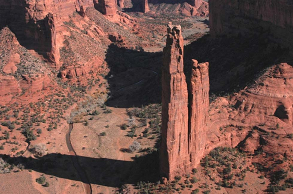 Spider Rock Overlook on the rim of Canyon de Chelly National Monument, Arizona, USA (Public Domain)