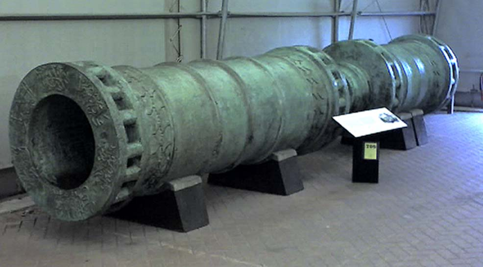 The Dardanelles Gun, cast in 1464 and based on the Orban bombard that was used for the Ottoman besiegers of Constantinople in 1453