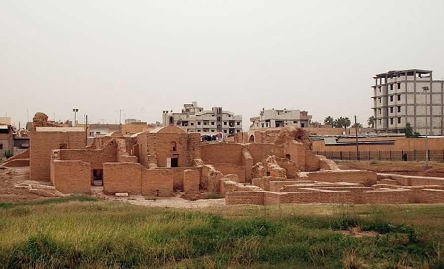 View on Qasr al-Banat from east city of Ar-Raqqa Ar-Raqqah Governorate (CC BY-SA 3.0)