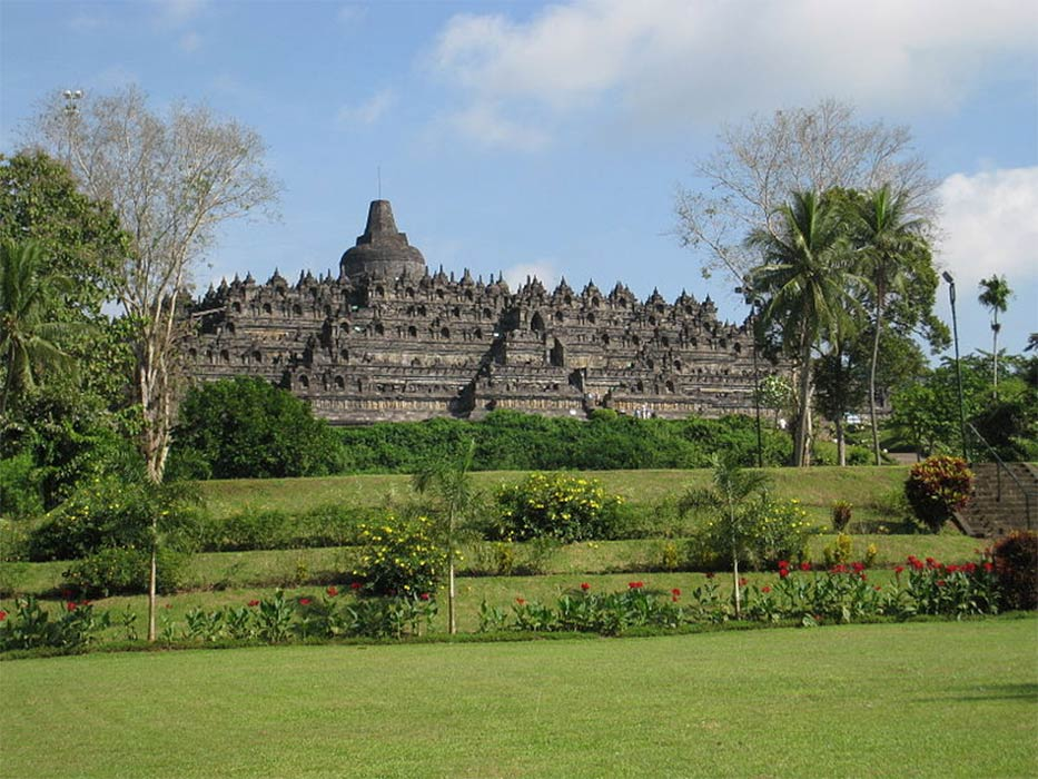View of Borobudur, Indonesia. (Anandajoti /CC BY-SA 3.0)