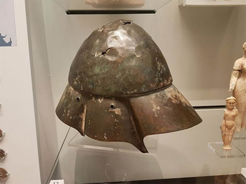 The Boeotian bronze helmet discovered in the Tigris river in Iraq, was used in Ancient Greece during the Classical and Hellenistic periods, as well as in Ancient Rome. Ashmolean Museum in Oxford. (Gts-tg/ CC BY-SA 4.0)