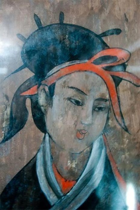 The Dahuting Tomb: A lady with a flowing long hairstyle of the late Eastern Han Dynasty (25-220 AD) (Public Domain)