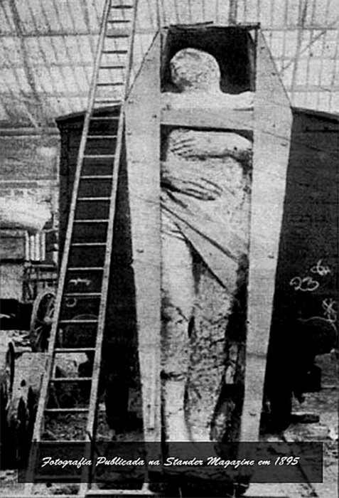 The photograph of the Antrim Giant published in The Strand Magazine in 1895. (Kadumago/ CC BY-SA 4.0)