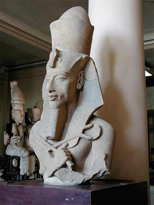 Bust of Akhenaten at the Egyptian Museum (CC BY-SA 2.5)