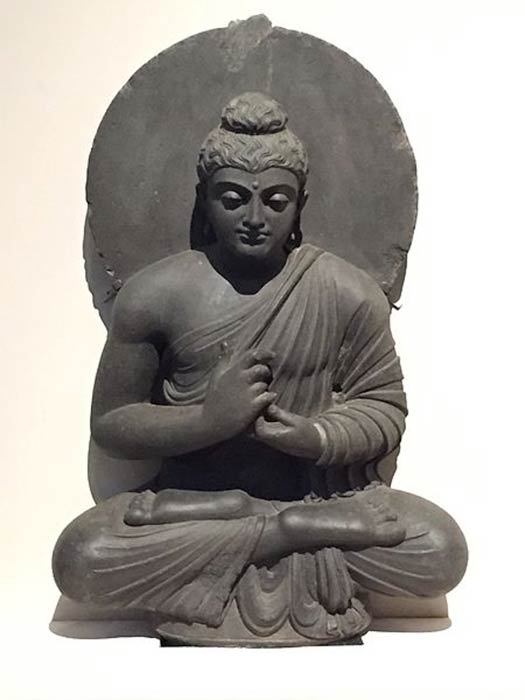 Sculpture of Buddha preaching (c second century), Indian Museum, Kolkata. (Jacklee/ CC BY-SA 4.0)