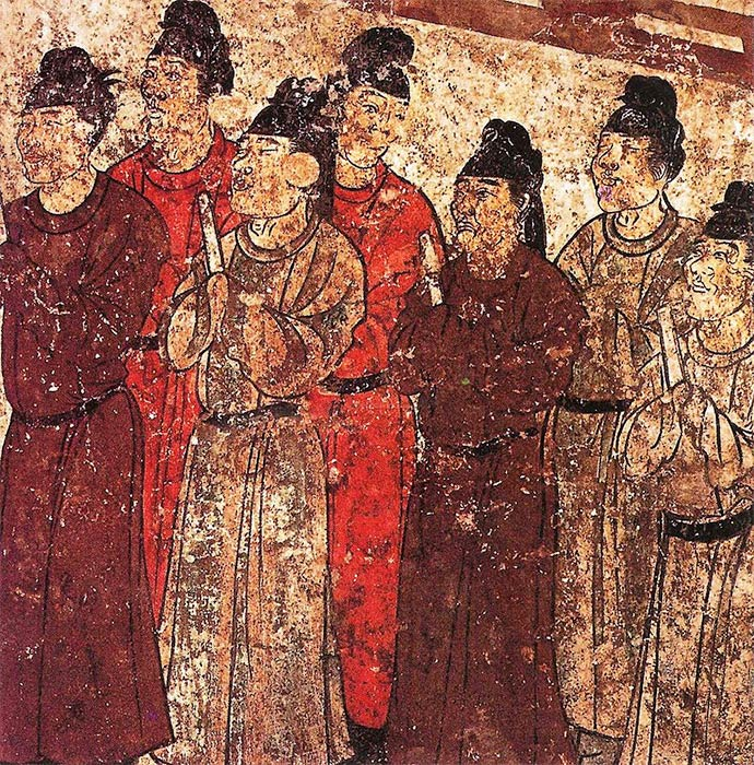 A group of eunuchs. Mural from the tomb of the prince Zhanghuai, 706 AD. (Public Domain)