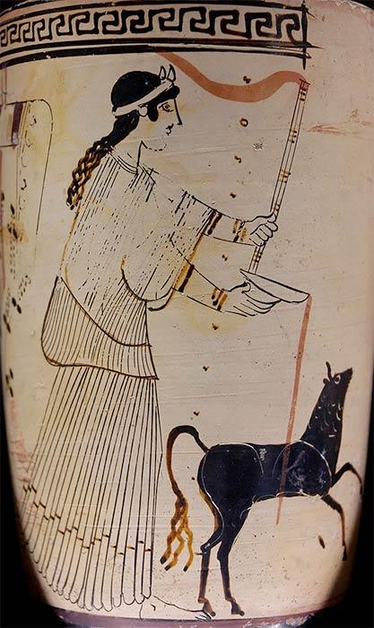 Artemis pouring a libation. Attic white-ground lekythos, (ca. 460–450 BC) Eretria. Louvre (Public Domain)