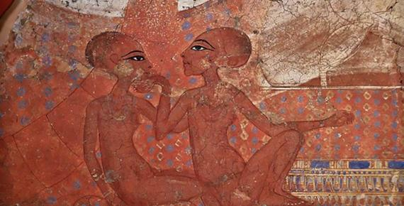 Fragment of a mural representing Akhenaten and Nefertiti  (1345 – 1335 BC) Museo Ashmolean (Jl FilpoC/ CC BY-SA 4.0)