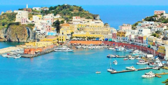 Harbor view of the island of Ponza (Marja /Adobe Stock)