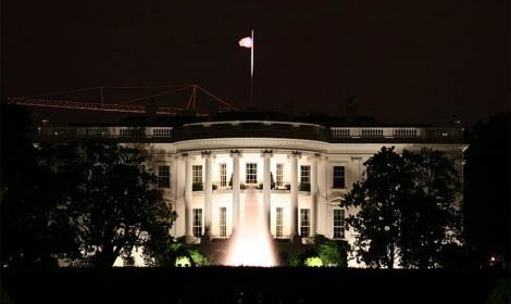 White House at night. (350z33 / CC BY-SA 3.0)